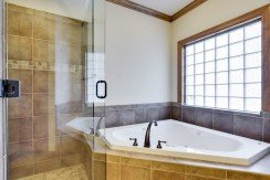 023_master-bathroom-tub